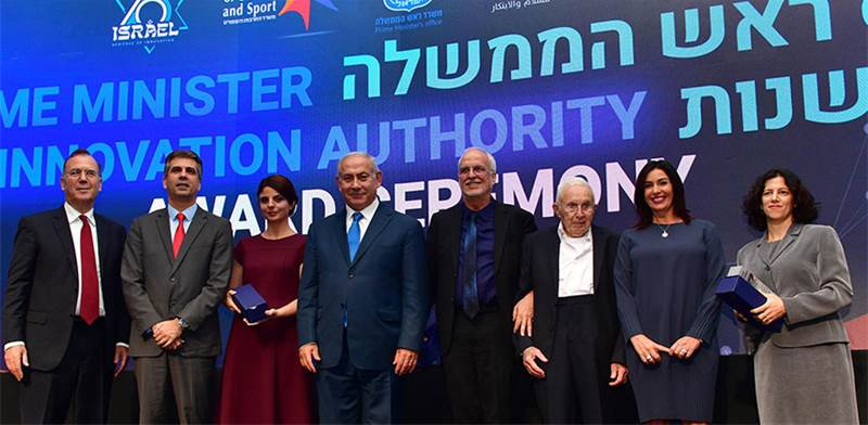 Prime Minister Netanyahu with award recipoents
